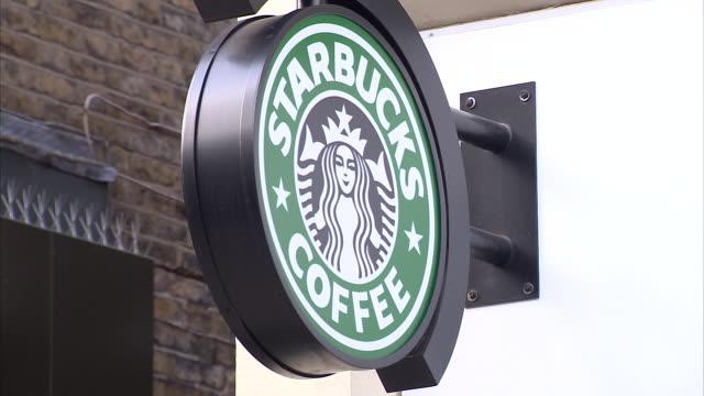 vídeos de stock, filmes e b-roll de exterior shots of starbucks coffee shop on 6th february 2019 in london england - starbucks