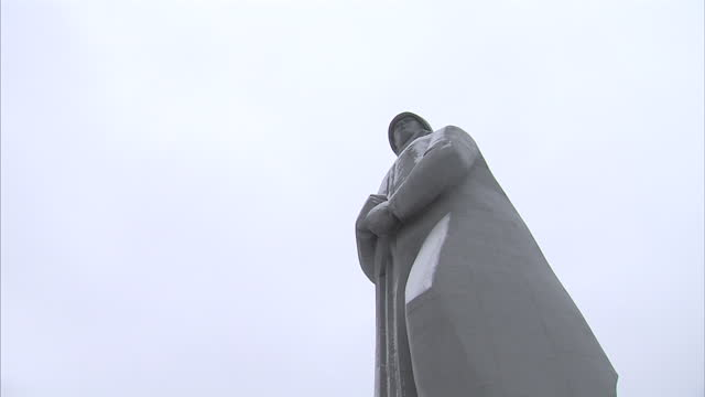 exterior shots of statue of alesha and eternal flame next to it on hillside in murmansk alesha statue in murmansk russia on october 30 2013 in... - olympic torch stock videos & royalty-free footage
