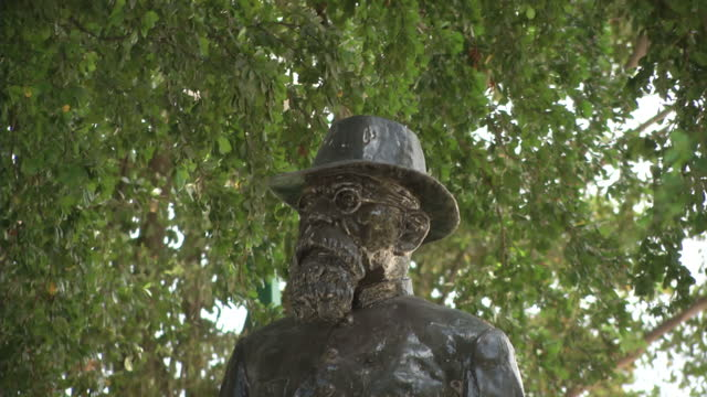 exterior shots of statues of venustiano carranza and general ignacio zaragoza in culiacan on june 08 2015 in culiacan mexico - drug cartel murder stock videos & royalty-free footage
