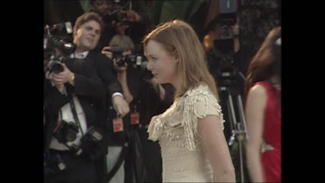 exterior shots of stella mccartney posing in front of photographers and actress annette bening on the oscars vanity fair party red carpet on 26th... - vanity fair stock videos & royalty-free footage