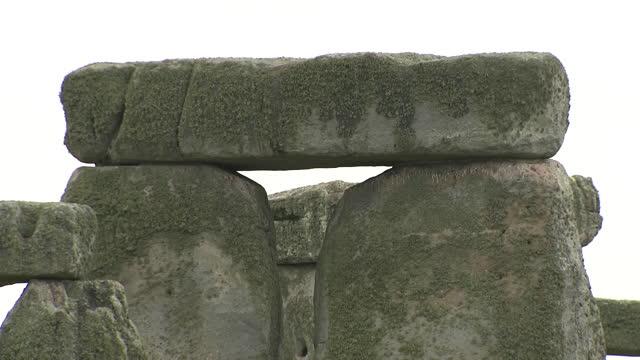 GBR: Work underway by English Heritage to repair Stonehenge stones