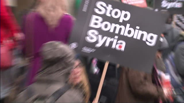 vídeos de stock, filmes e b-roll de exterior shots of stop the war coalition protesters holding up banners placards reading 'stop bombing syria' at portland place on december 12 2015 in... - stop placa em inglês