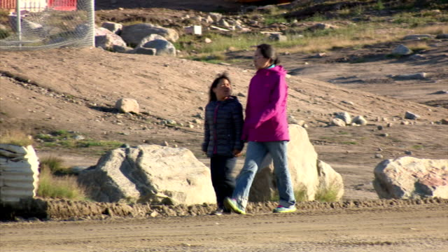 exterior shots of street scenes in pond inlet, including shots of people walking and driving all terrain vehicles around town.>> on august 08, 2017... - inuit bildbanksvideor och videomaterial från bakom kulisserna