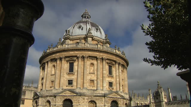 exterior shots of students relaxing on campus next to historic oxford university buildings including the radcliffe camera building on 20 october 2017... - oxford university stock videos & royalty-free footage