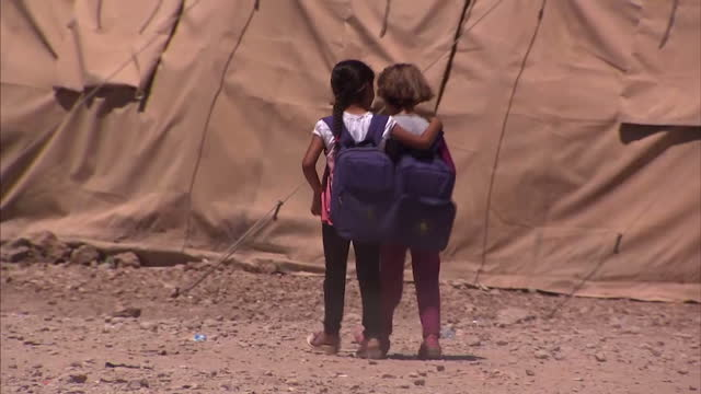 exterior shots of syrian children going to school and playing outside at domiz refugee camp syrian refugees at domiz refugee camp iraq at domiz... - unicef stock videos & royalty-free footage