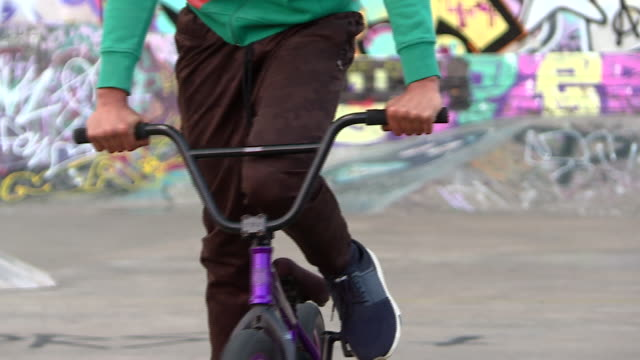exterior shots of teenagers using bmx's & skateboards at a community skate park on 18 january 2020 in lambeth, london, england. - lambeth stock videos & royalty-free footage