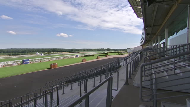 exterior shots of the ascot racecourse from the point of view of the main grandstand. - イギリス アスコット競馬場点の映像素材/bロール
