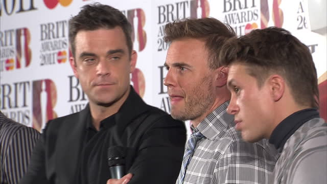 vidéos et rushes de exterior shots of the band take that answering questions from journalists backstage at the brit awards 2011 including robbie williams gary barlow... - take that