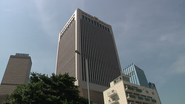 vidéos et rushes de exterior shots of the bank of china building & people's liberation army logo on a building on october 6, 2014 in hong kong, china. - tour de la bank of china hong kong
