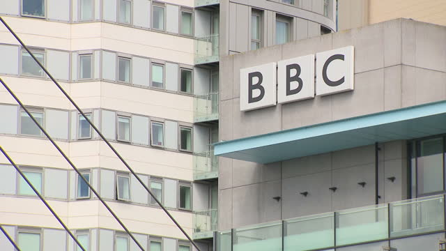 vidéos et rushes de exterior shots of the bbc's bridge house and dock house in mediacityuk on salford quays on july 23, 2017 in salford, england. - bbc