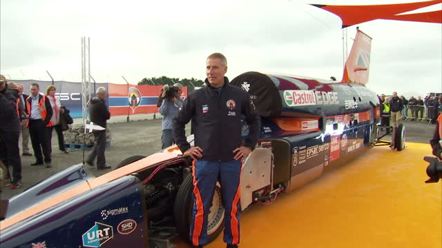 stockvideo's en b-roll-footage met exterior shots of the bloodhound ssc supersonic car stationary watched by crowds on 26 october 2017 in newquay united kingdom - recordbrekend