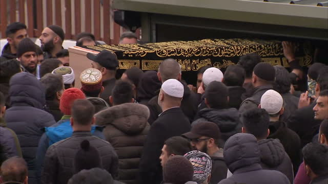 exterior shots of the coffin of mohammed yassar yaqub being carried from the jamia masjid bilal mosque to waiting hearse surrrounded by crowds of... - carro funebre video stock e b–roll