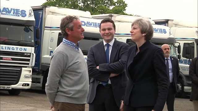 exterior shots of the conservative battlebus arriving at an industrial estate in darlingon and theresa may getting out and meeting bosses of davies... - darlington nordostengland stock-videos und b-roll-filmmaterial
