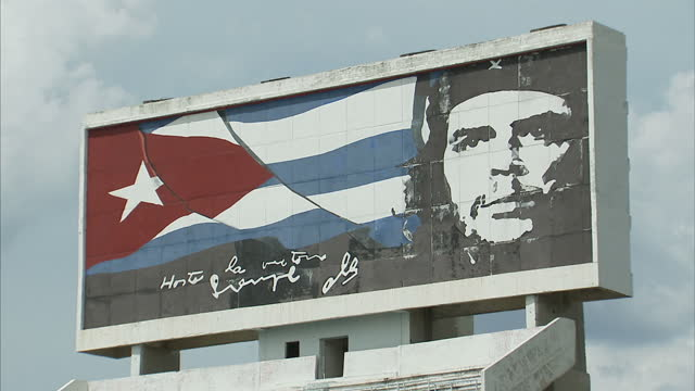exterior shots of the crumbling parque deportivo jose marti stadium in havana including a billboard featuring a portrait of che guevara overlooking... - insegna commerciale video stock e b–roll