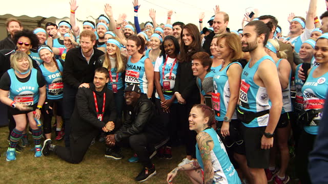 exterior shots of the duke and duchess of cambridge and prince harry taking group photo with heads together marathon runners a record number of... - angesicht zu angesicht stock-videos und b-roll-filmmaterial
