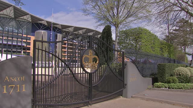 exterior shots of the entrance to ascot racecourse with the british flag raised at half-mast in tribute to the recent death of prince philip, duke of... - イギリス アスコット競馬場点の映像素材/bロール
