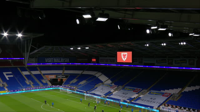 vidéos et rushes de exterior shots of the finnish national team training at the cardiff city stadium in wales. this footage was taken before their uefa nations league... - pays de galles
