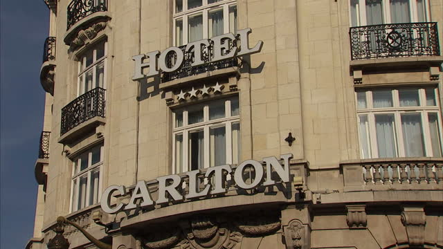 vidéos et rushes de exterior shots of the hotel carlton where it was alleged that dominique strausskahn and others procured prostitutes>> on june 12 2015 in lille france - système judiciaire
