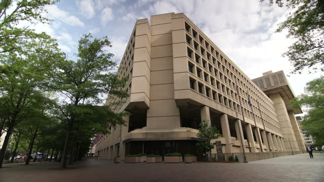 stockvideo's en b-roll-footage met exterior shots of the j edgar hoover building headquarters of the federal bureau of investigation on may 10 in washington dc - hoofdkantoor