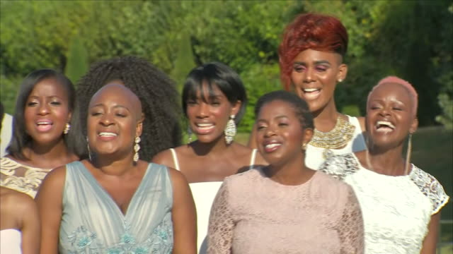 exterior shots of the kingdom choir performing 'stand by me' in front of kensington palace on 24 july 2018 in london england n - choir stock videos & royalty-free footage