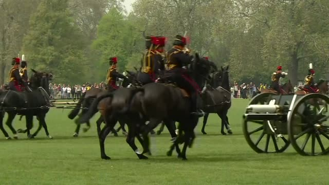 exterior shots of the king's troop royal horse artillery manoeuvring out of hyde park after royal salute to mark queen elizabeth ii's 93rd birthday... - royal horse artillery stock videos and b-roll footage
