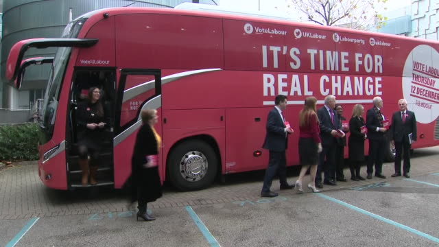 stockvideo's en b-roll-footage met exterior shots of the labour party leader jeremy corbyn with members of his shadow cabinet arriving for a manifesto launch event on 21 november 2019... - labor partij