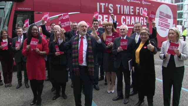exterior shots of the labour party leader jeremy corbyn with members of his shadow cabinet arriving for a manifesto launch event on 21 november 2019... - 労働党点の映像素材/bロール