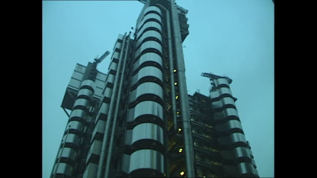 exterior shots of the lloyds insurance building and city workers walking to work on 27 october 1989 in london uinted kingdom - 1980 1989 stock videos & royalty-free footage