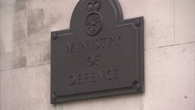 stockvideo's en b-roll-footage met exterior shots of the ministry of defence building including signage ministry of defence building on april 04 2011 in london england - ministerie van defensie