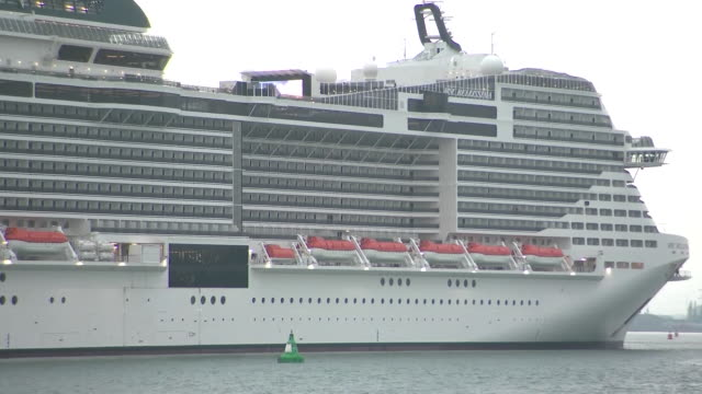vidéos et rushes de exterior shots of the msc bellissima sailing into southampton docks ahead of its naming ceremony on 1 march 2019 in southampton united kingdom - croisière