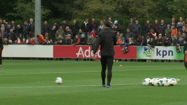 vidéos et rushes de exterior shots of the netherlands national team training on the 10th october 2019 - pays bas