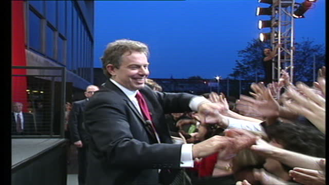 vídeos de stock, filmes e b-roll de exterior shots of the new prime minister tony blair arriving to make a victory speech, stopping to greet fans and labour party members robin cook,... - primeiro ministro
