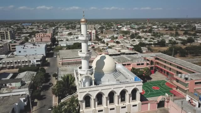 vidéos et rushes de exterior shots of the omar ibn al khattab mosque in maicao la guajira colombia on january 30 2019 the mosque the largest in colombia is one of the... - religion