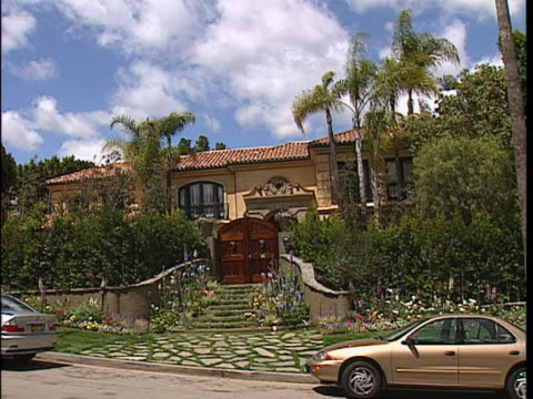 exterior shots of the osbournes house 4-27-02. b-roll at the osbourne's house - mos from tourists. romo. casagrande / nilson. beverly hills. - mos stock videos & royalty-free footage