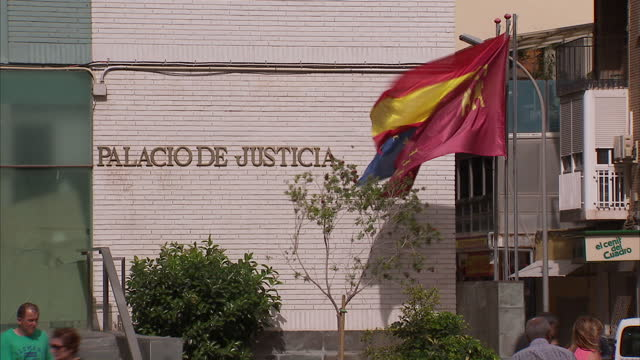 exterior shots of the palacio de justicia court building in cartagena, including shots of the flags of murcia, spain and the european union flying... - キツネノマゴ科点の映像素材/bロール