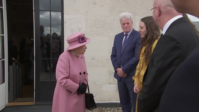 exterior shots of the queen and catherine duchess of cambridge meeting king's college officials on rooftop at the official re-opening of bush house... - キングスカレッジ点の映像素材/bロール