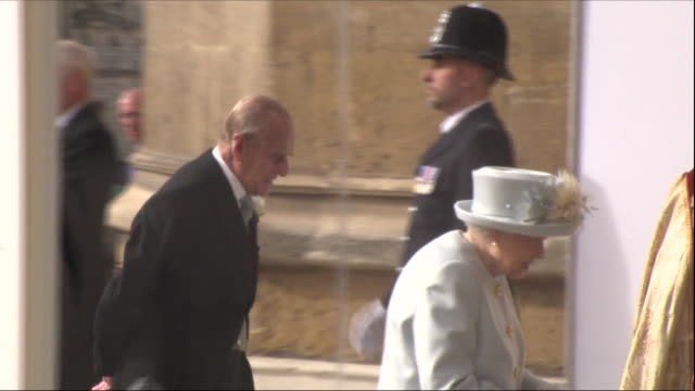 stockvideo's en b-roll-footage met exterior shots of the queen and duke of edinburgh arriving at st george's chapel for the wedding of princes eugenie and jack brooksbank on 12 october... - hertog van edinburgh