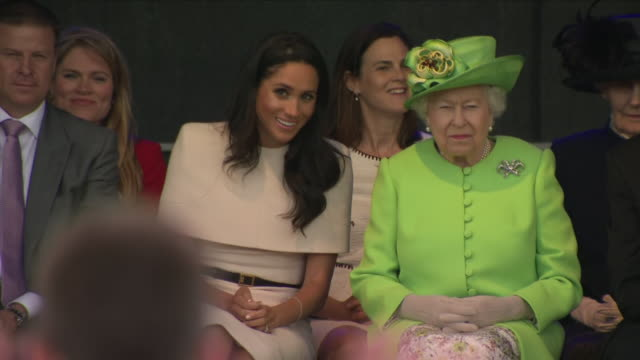 stockvideo's en b-roll-footage met exterior shots of the queen and meghan, duchess of sussex, watching a drama performance by school children whilst touring cheshire on 14 june 2018 in... - chester engeland