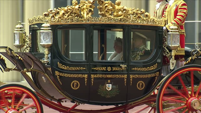 exterior shots of the queen and prince philip departing buckingham palace in a carriage procession for the state opening of parliament queen departs... - the queen's speech state opening of uk parliament stock videos & royalty-free footage