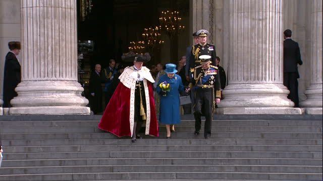 exterior shots of the queen and prince philip departing from st paul's cathedral after attending a memorial service to honour members of the british... - famiglia reale video stock e b–roll