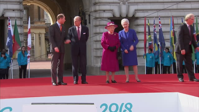 vidéos et rushes de exterior shots of the queen and prince philip on a podium for a commonwealth relay ceremony on 13 march 2017 in london united kingdom - par équipe
