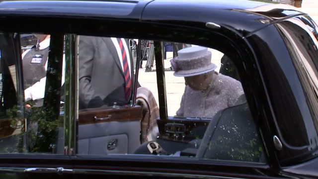 vídeos de stock, filmes e b-roll de exterior shots of the queen duke of edinburgh prince edward and sophie wessex arriving at st martins in the field church for a service marking 70... - 2015