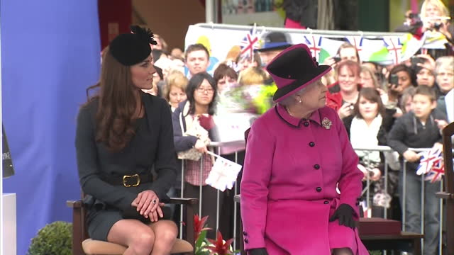 exterior shots of the queen unveiling plaque in new jubilee square leicester with prince philip duke of edinburgh and catherine middleton duchess of... - 訪問点の映像素材/bロール