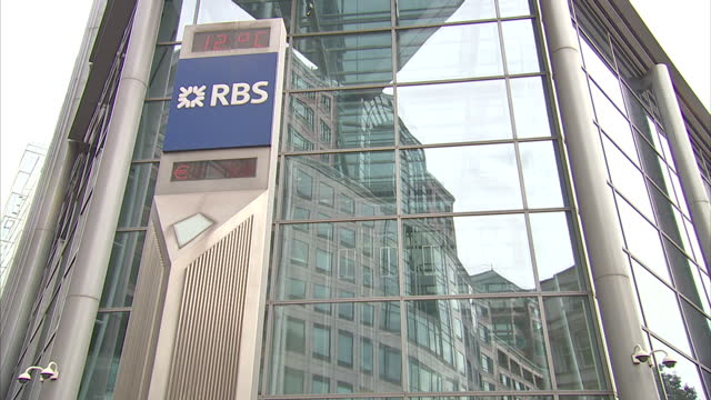 exterior shots of the rbs royal bank of scotland headquarters in london rbs london headquarters on january 15 2014 in london england - ロイヤル・バンク・オブ・スコットランド点の映像素材/bロール