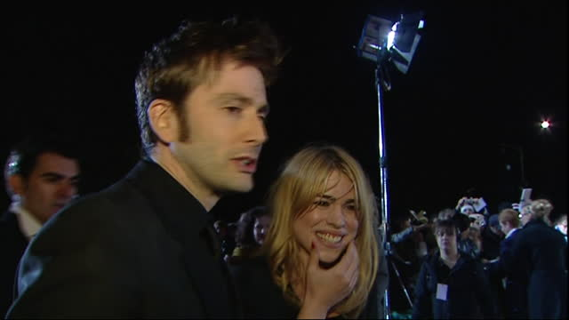 vídeos y material grabado en eventos de stock de exterior shots of the red carpet arrivals of the 2006 national television awards at the royal albert hall, with former doctor who actors david... - doctor who