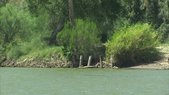 exterior shots of the rio grande river looking over the border from the texas side looking over into mexico on a clear sunny day on august 27 2014 in... - undocumented immigrant stock videos & royalty-free footage