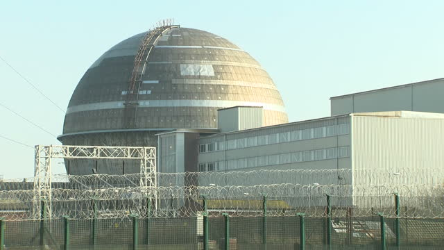 exterior shots of the sellafield nuclear plant with various reactor buildings and towers behind high wire perimeter fencing on 14 february 2017 in... - nuclear reactor stock videos & royalty-free footage