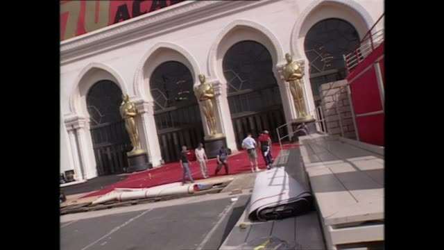 stockvideo's en b-roll-footage met exterior shots of the shrine auditorium being prepared for the 70th academy awards in march 1998 in los angeles unites states - 70e jaarlijkse academy awards