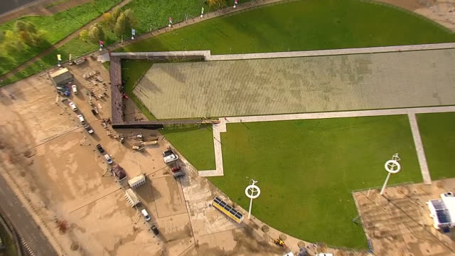 exterior shots of the 'shrouds of the somme' installation made of thousands of shrouded figures in commemoration of world war one centenary at the... - memorial event stock videos and b-roll footage
