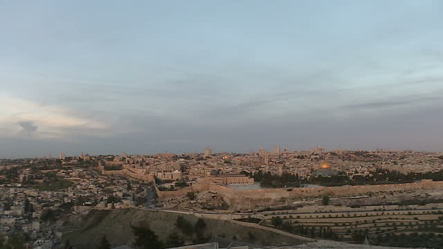exterior shots of the sun rising slowly over the old city of jerusalem from the mount of olives with the dome of al aqsa mosque reflecting the sun on... - dome stock videos & royalty-free footage
